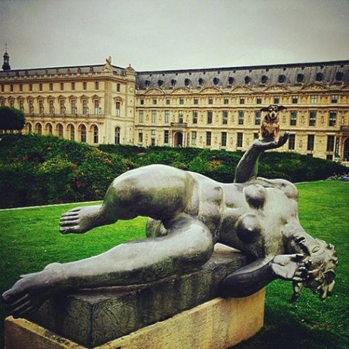 Held aloft by La Rivière, in Paris's Jardin des Tuileries